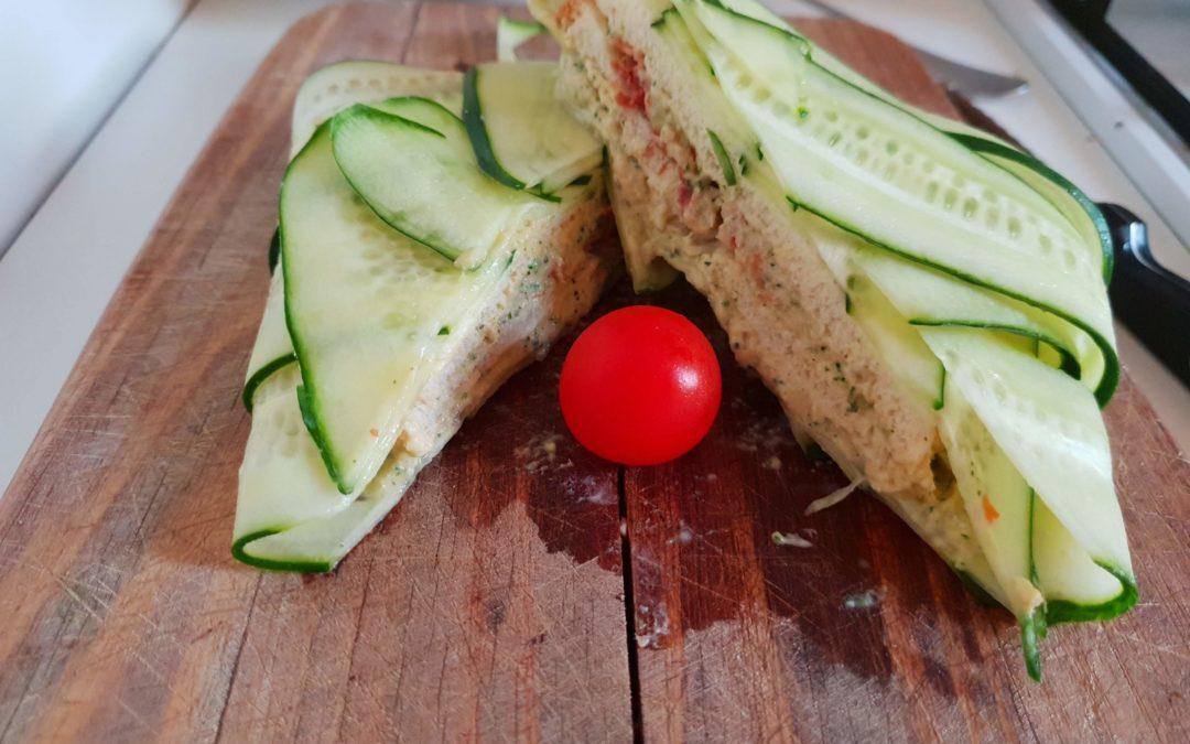 Sandwich di cetrioli con tonno e zucchine