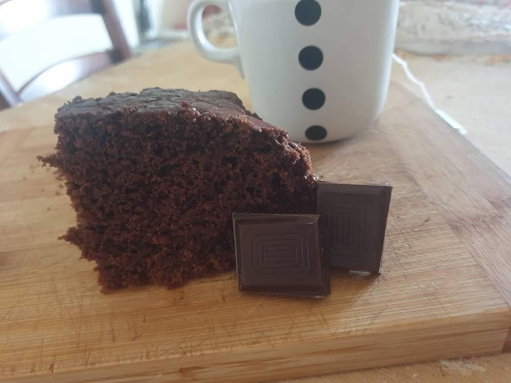 Torta all'acqua al cacao, senza uova e senza latte